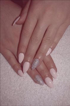 Almond shape pale pink and silver (acrylic set)