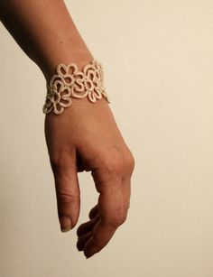 Tatting Jewelry, Bracelets, Silver, How To Make, Etsy, Patterns, Shuttle Bus Service, Flower Bracelet, Bracelet