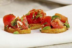 Crostini med marinerte cherrytomater Bruschetta, Ethnic Recipes, Food, Summer, Essen, Meals, Yemek, Eten