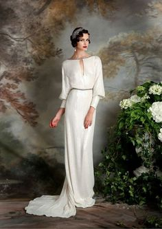 Be ready to swoon over cause this roundup is full of gorgeousness! Today I've prepared a whole bunch of incredible art deco wedding dresses...