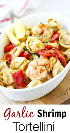 Garlic Shrimp Tortellini – AMAZING tortellini with garlic shrimp. Super easy recipe, takes 20 minutes, so delicious and better than restaurant's Fun Easy Recipes, Fish Recipes, Seafood Recipes, Dinner Recipes, Easy Meals, Cooking Recipes, Healthy Recipes, Pasta Recipes, Dinner Ideas