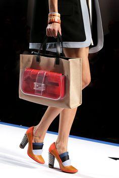 Tendencia Primavera 2013 accesorios transparente plastico plexi - Fendi