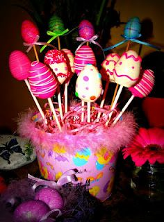 LOVE these Easter Egg cake-pops created by the Cake-Pop Cuties