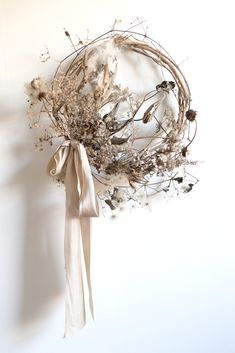 Dried Flower Wreaths, Dried Flowers, Flower Wall Decor, Flower Decorations, Dried Flower Arrangements, Nature Decor, Diy Wreath, How To Make Wreaths, Holiday Wreaths