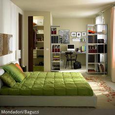 Nicht selten werden Schlafzimmer auch als Multifunktionsräume genutzt. In diesem Fall ist das Schlafzimmer in einen Arbeits- und einen Schlafbereich  …