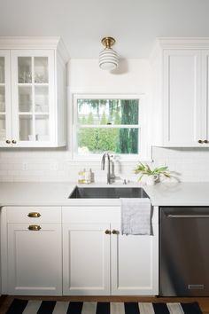 Pretty striped light fixture in an all-white kitchen designed by Distinctive Kitchens Seattle. Kitchen Designs Photos, Cool Kitchens, Driftwood Kitchen, Kitchen Decor, Wildwood Kitchen, Kitchen Table Settings, Kitchen, Black Kitchen Countertops, Magnolia Kitchen