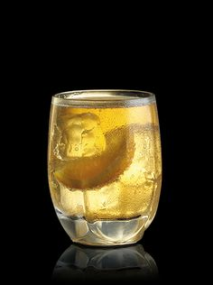 Maker's Mark® Summer Breeze    RECIPE:    1-1/4 parts Maker's Mark® Bourbon  Orange liqueur  Ginger ale  Orange wedge  Fill rocks glass with ice. Add Maker's Mark,® a splash of orange liqueur and a squeeze of fresh orange. Top off with ginger ale. Garnish with an orange wedge.