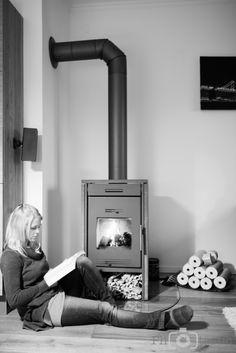Guten Abend :-), gibt es was schöneres als den kalten Tag gemütlich, mit einem Buch am warmen Kaminofen ausklingen zu lassen? Manchmal brauche ich einfach eine kleine Auszeit vom stressigen Alltag.… Fireplace Heater, Book, Simple, Nice Asses