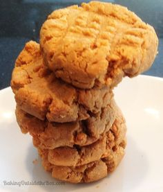 The Best Low Carb Peanut Butter Cookies recipe makes dense, sweet, crispy outside and moist inside cookies. The peanut Butter Cookies are just 2 carbs each (after fiber) and Gluten free. Low Carb Deserts, Low Carb Sweets, Healthy Sweets, Carb Free Desserts, Keto Desserts, Low Carb Peanut Butter Cookie Recipe, Cookie Recipes, Dessert Recipes, Cookie Butter