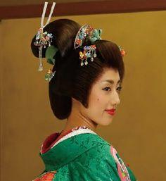 """Bunkin-takashimada"" ; 文金高島田 is a representative hair style in traditional Japanese wedding. #wedding #hairstyle #traditonal"