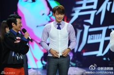 """[images][quick cams] Rain pre-records his guest appearance on Hunan TV's """"Happy Camp"""" in China. (3/3)"""
