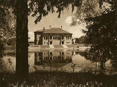 Mogosoaia ensemble has natural value due to its lakeside position and the surrounded park with clearings, paths and places for picnic. Beautiful Park, Italian Renaissance, Bucharest, Romania, Paths, Medieval, Art Photography, Cabin, Rock