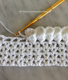 Beautiful Crochet Stitch that forms flower petals at the edge. Clear photos. The instructions are in Portuguese and need translation.