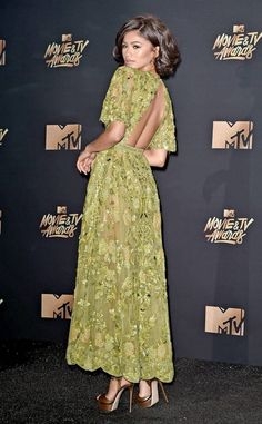 Expect the unexpected at the 2017 MTV Movie and TV Awards—especially when it comes to red carpet fashion. Zendaya Outfits, Zendaya Style, Zendaya Dress, Zendaya Fashion, Evening Dresses, Prom Dresses, Formal Dresses, Pretty Dresses, Short Prom Dresses