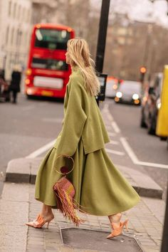The Best London Fashion Week Street StyleYou can find London street fashion and more on our website.The Best London Fashion Week Street Style Autumn Street Style, Street Style Looks, Street Chic, Men Street, Paris Street, Street Wear, Street Outfit, London Fashion Weeks, La Fashion Week