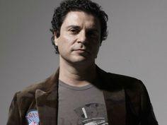O cantor e compositor Frejat retoma seu projeto solo e agracia o público paulista com três apresentações, dias 13, 14 e 15 de junho, no palco do Sesc Belenzinho.