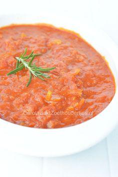 Als je zelf tomatensaus maakt is deze zoveel lekkerder dan uit een potje…
