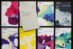 l'agence anglaise Field a développé un procédé innovant pour la couverture de l'édition 2011 des brochures GF Smith. Les livres sont imprimés numériquement et chaque couverture est unique. Le processus mis en place génère des figures graphiques aléatoires permettant de tirer 10 000 créations digitales différentes.