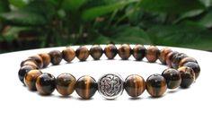 Bracelet noeud celtique de mens, Tiger Eye Bracelet hommes, Bracelet en pierres précieuses, cadeau pour lui, Mens cadeau, bijoux hommes, Bracelets hommes par BlueStoneRiver sur Etsy https://www.etsy.com/fr/listing/156358198/bracelet-noeud-celtique-de-mens-tiger