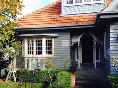 It can be quite a challenge to find the right paint colours that work well with a terracotta roof, without the main colour looking too washed out. Exterior Gray Paint, Exterior Color Schemes, Exterior Paint Colors For House, House Color Schemes, Colour Schemes, House Roof, Facade House, Gate House, Weatherboard Exterior
