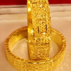 Gold Bangles Design, Gold Jewellery Design, Dubai Gold Jewelry, Gold Plated Bangles, Gold Ornaments, African Jewelry, Bangle Bracelets, Bangle Set, African Fashion