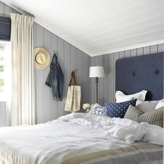 Cabin by the sea colors LADY Supreme Finish matt 5125 Orkla Beach House Bedroom, Home Bedroom, Bedroom Decor, Cozy Cottage, Cozy House, Modern Spaces, Small Spaces, Style Deco, Cottage Interiors