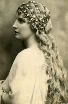 http://isoldes-liebestod.net/Isolde_Jpg_Ordner/D-G/Flagstad_Desdemona_GK.jpg