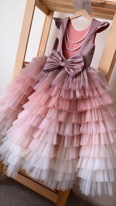 Frocks For Girls, Dresses Kids Girl, Girls Party Dress, Girl Outfits, Kids Dress Wear, Kids Gown, Baby Frocks Designs, Kids Frocks Design, Baby Girl Birthday Dress