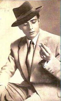 Enrique Castellón Vargas, 'Príncipe Gitano', nacido en Valencia de padres gitanos dedicados a la venta ambulante.