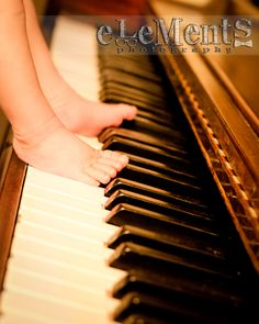 Mommy's little piano player - Newborn session - eLeMentS Photography