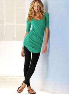 What to wear with leggings girls: discover the different ways to wear legging girls. How to wear leggings – the best way to wear leggings girls Long Shirt With Leggings, Shirts For Leggings, How To Wear Leggings, Tight Leggings, Leggings Are Not Pants, Legging Outfits, Black Leggings Outfit, Black Tights, Oufits Casual