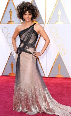 HALLE BERRY n a shimmery champagne Atelier Versace gown with criss-cross black details that has an ombré metallic skirt, Forevermark jewelry and her natural curls at the 2017 Academy Awards.