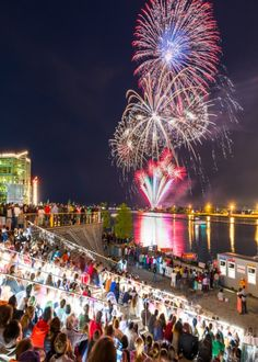 Chicago celebrates the Bard with a fireworks spectacular and more http://www.chicagonow.com/show-me-chicago/2016/04/chicago-celebrates-the-bard-with-a-fireworks-spectacular-and-more/