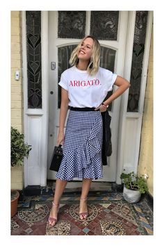 Kicking off 2018 in style, it's the Scandi crew at Stockholm Fashion Week. Here are the best street style looks from the chilly Swedish city. Modest Fashion, Skirt Fashion, Fashion Outfits, Spring Summer Fashion, Spring Outfits, Gingham Skirt, Chambray Skirt, Casual Skirt Outfits, Boho Skirts