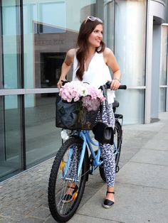Bicycle Flowers Streetstyle || Pieces of Mariposa