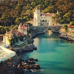 Un peu plus loin: Cascais, Portugal min de train; Portugal Vacation, Portugal Travel, Places Around The World, Travel Around The World, Around The Worlds, Places To Travel, Places To See, Travel Destinations, Travel Europe