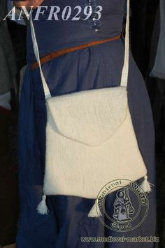 A hand felted bag type 3. Medieval Market, A hand-felted bag type 3 (ANFR0293)