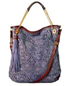 Rélou, minha gente...rélouuuu !!!!     Se tem uma coisa que a grande maioria das mulheres amam são as bolsas !!!!     Então, hoje é dia ...