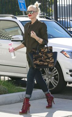 We still can't spot Gwen Stefani's baby bump! But the prego lady was glowing in crazy cool printed sunnies with silver flash lenses!