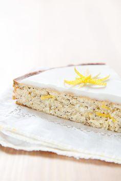 Lemon cake and poppy seeds / cake au citron et graines de pavot.