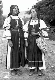 June 24 - Day of Universal exit - female traditional Transylvanian Shirts Folk Costume, Costumes, Black White Photos, Black And White, Historical Pictures, Traditional Outfits, June 24, Moldova, Punch Needle