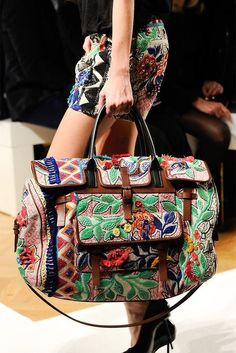 Boho carpet travel bag by Barbara Bui spring 2013 Fashion Bags, Boho Fashion, Fashion Accessories, Travel Fashion, High Fashion, Ethnic Fashion, My Bags, Purses And Bags, Estilo Hippie