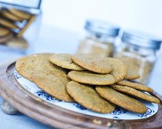 Enjoy sweet, chewy, spiced cookies with a bold ginger flavor. Sweetened with C&H® Golden Brown Sugar, these snaps taste great alongside an ice-cold glass of milk. Kid Desserts, Cookie Desserts, Christmas Desserts, Cookie Recipes, Cinnamon Cookies, Ginger Cookies, Yummy Cookies, Crispy Cookies, Spice Cookies