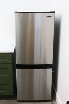Last week we posted our studio kitchenette reveal and everyone had so many questions about our DIY black fridge with the brass pulls! When we started planning out our studio kitchen design we fell i Studio Kitchenette, Painting Appliances, Fridge Makeover, Gold Spray Paint, Chalk Paint, Smeg Fridge, Little Green Notebook, Black Appliances, Paint Brands