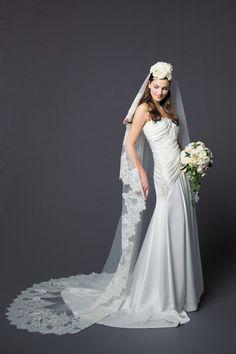 ブライダル工房 F.M.N ななめドレープが美しくほっそりしたシルエットを作ってくれる洗練されたドレス