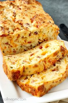 This Bacon Jalapeno Popper Cheesy Bread is buttery, cheesy, has a slight heat and wonderful bacon flavor and it makes the perfect side with dinner!