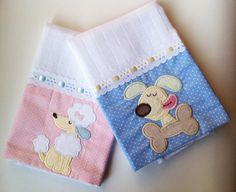 Kit com duas fraldinhas de boca, bordadas, com barrado em tecido!  Pode ser bordado o nome do bebê!