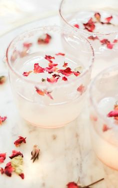Refreshing Rose Margarita Recipe for Spring Cocktail And Mocktail, Spring Cocktails, Easy Cocktails, Fun Drinks, Yummy Drinks, Cocktail Recipes, Beverages, Popular Cocktails, Vodka Cocktails