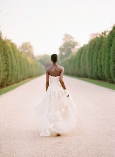 killer pic...everyone should get a 'back of the dress shot' ♥