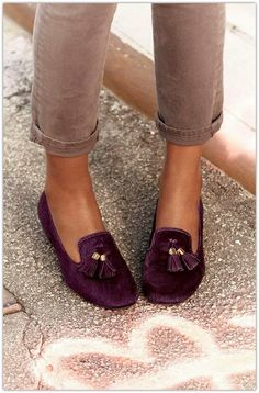 a fall must-have: suede loafers in a deep plum. (Anyone who knows me knows I'm a little obsessed with loafers. Fashion Mode, Look Fashion, Fashion Shoes, Womens Fashion, Purple Fashion, Hijab Fashion, Girl Fashion, Cute Shoes, Me Too Shoes